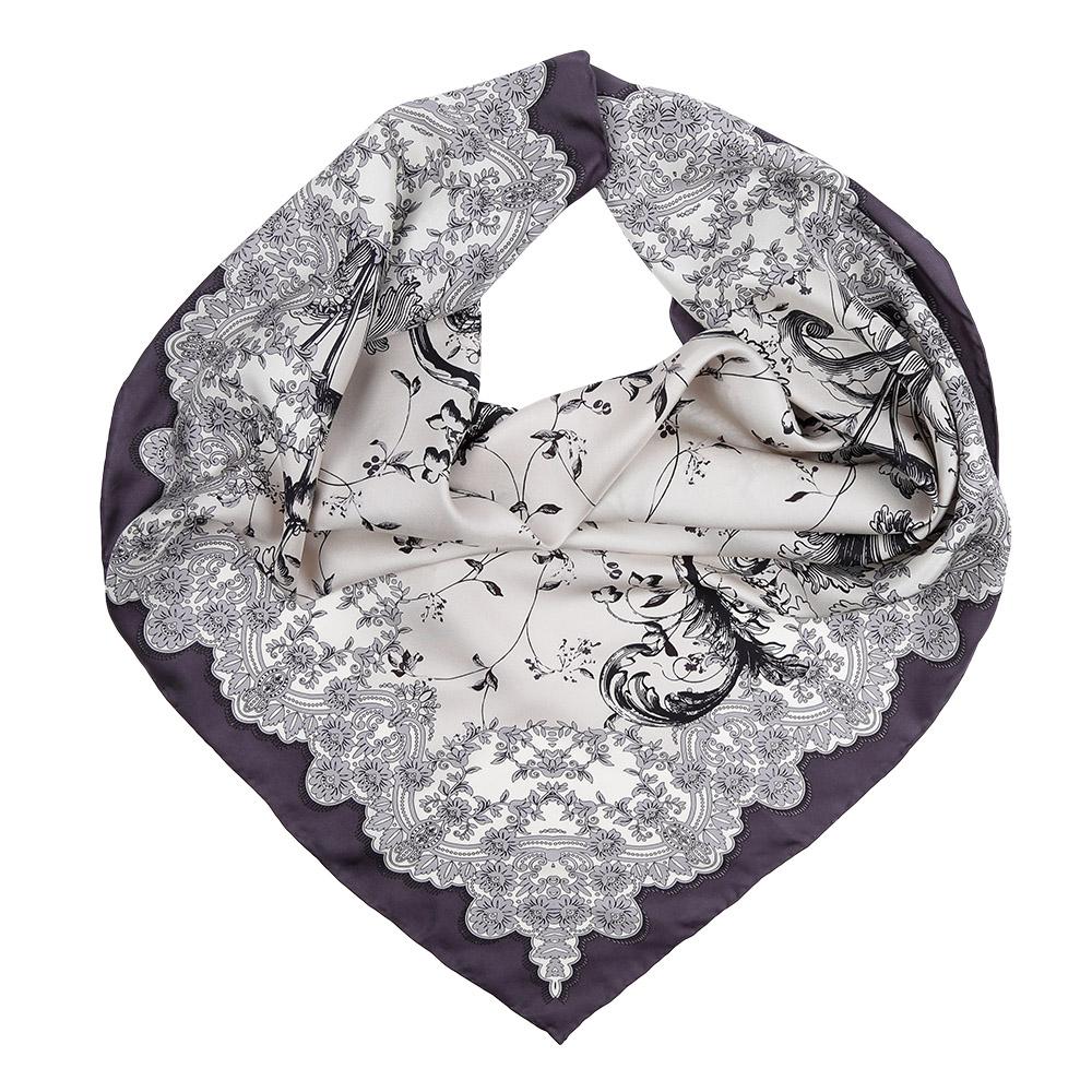 ПлатокCX1617-23-1Изысканный женский платок Leo Ventoni выполнен из натурального шелка, который придает изделию неповторимый роскошный блеск и гладкость фактуры. Тонкая и прочная нить, создающая струящуюся ткать, подчеркнет изысканный вкус своей обладательницы.