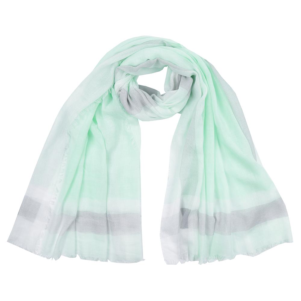ШарфSR16112-2Элегантный женский шарф от итальянского бренда Fabretti имеет неповторимую мягкость и легкость фактуры. Красочное сочетание цветов позволило дизайнерам создать изысканную модель, которая станет изюминкой любого весеннего образа.