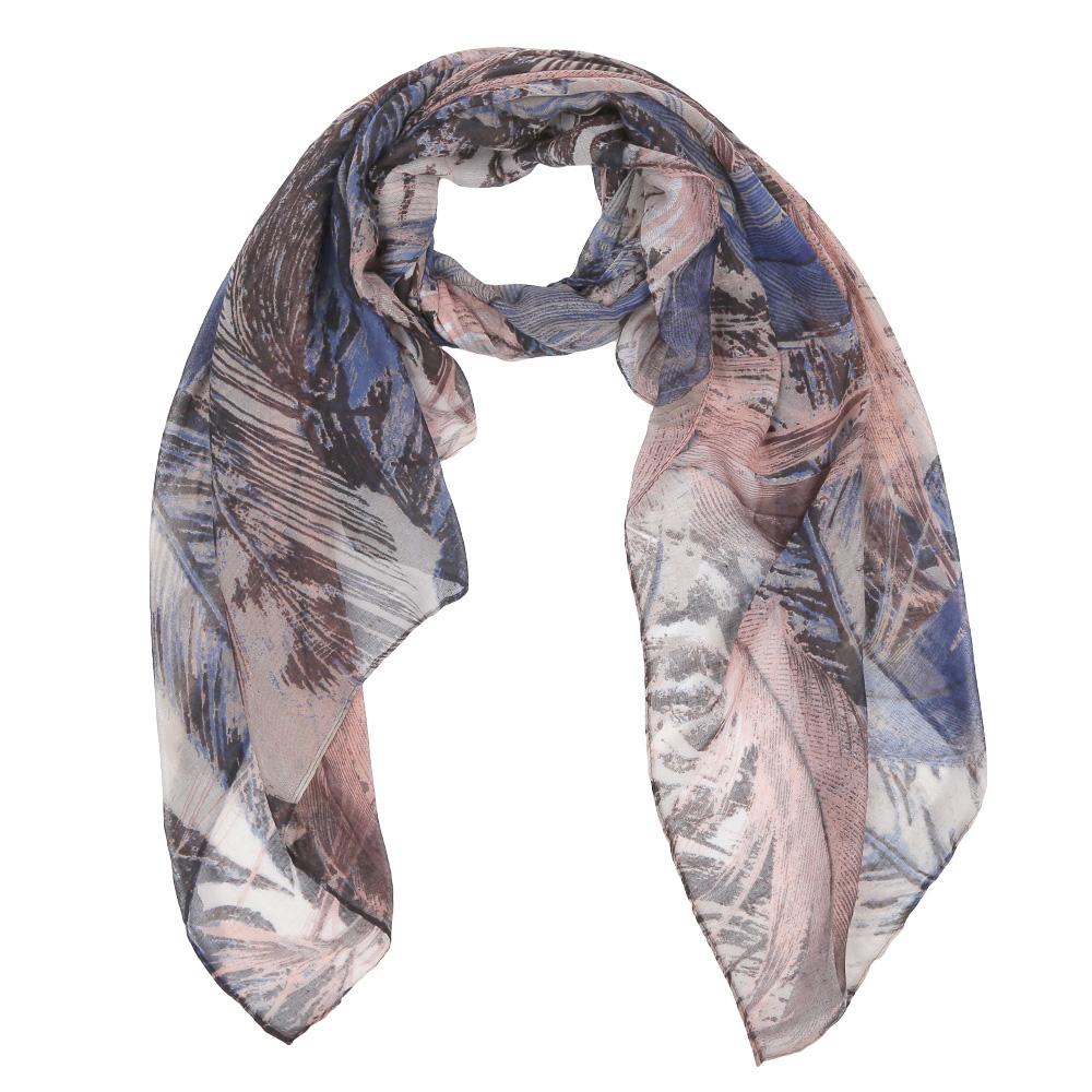 ШарфLeo137-2Элегантный женский шарф от итальянского бренда Fabretti имеет неповторимую мягкость и легкость фактуры. Красочное сочетание цветов позволило дизайнерам создать изысканную модель, которая станет изюминкой любого весеннего образа.