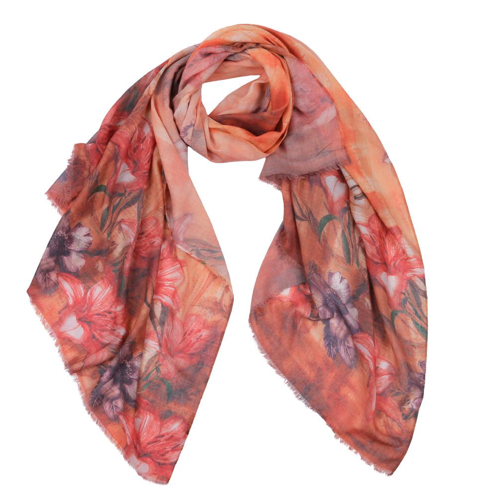 ШарфF1531-1Элегантный женский шарф от итальянского бренда Fabretti имеет неповторимую мягкость и легкость фактуры. Красочное сочетание цветов позволило дизайнерам создать изысканную модель, которая станет изюминкой любого весеннего образа.