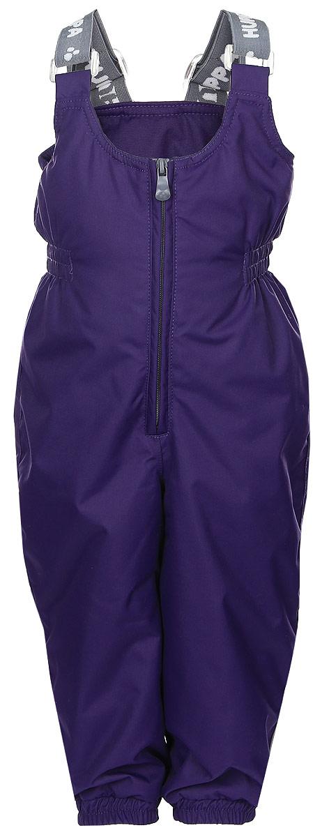 Брюки утепленные26460010-00048Утепленные детские брюки Huppa Neo с завышенной грудкой выполнены из износостойкого полиэстера. В качестве подкладки и утеплителя используется качественный полиэстер. Брюки застегиваются на высокую пластиковую молнию, на талии имеется вшитая эластичная резинка. Брюки оснащены несъемными резиновыми подтяжками, длину которых можно регулировать. По низу брючин предусмотрены вшитые резинки и специальные держатели из мягкого пластика, которые можно отстегивать. Изделие дополнено светоотражающими элементами.