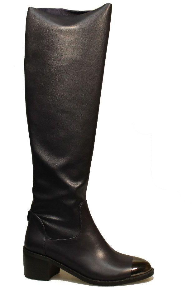 Сапоги2123-MI62432TШикарные сапоги от Avenir помогут вам создать яркий незабываемый образ! Модель выполнена из искусственной кожи. На мысе обувь оформлена металлическим декором. Сапоги застегиваются сзади на застежку-молнию. Подкладка и стелька, выполненные из байки, комфортны при ходьбе. Толстый невысокий каблук устойчив. Подошва с рифлением защищает изделие от скольжения. Стильные сапоги - основа гардероба каждой женщины.