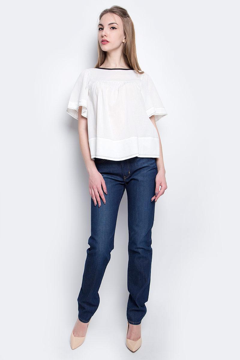 Блузка2935800000Блузка Levis выполнена из натурального хлопка и оформлена контрастной прострочкой. Модель с круглым вырезом горловины и коротким рукавом застегивается сзади с помощью пуговиц. Блузка выполнена в свободном покрое.