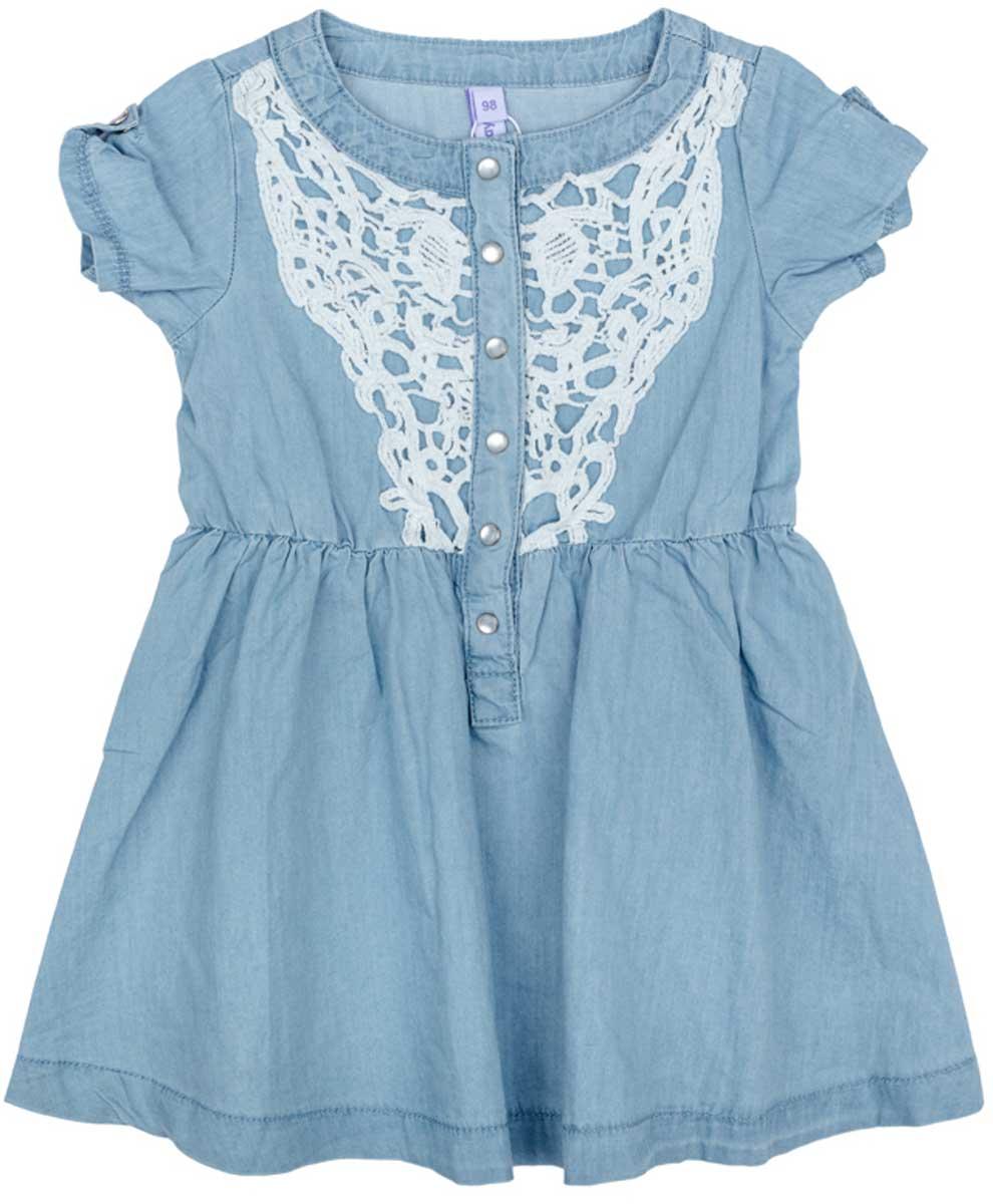 Платье172157Платье PlayToday, отрезное по талии, с округлым вырезом у горловины, понравится вашей моднице. Свободный крой не сковывает движений. Приятная на ощупь ткань не раздражает нежную кожу ребенка. Модель декорирована вставкой из ажурного шитья.