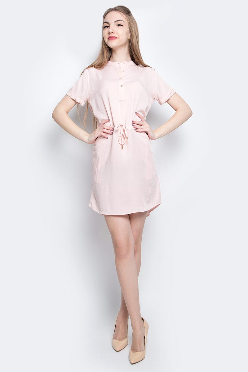 ПлатьеJ20J204810_6890Платье Calvin Klein Jeans выполнено из натурального хлопка. Модель миди с круглым вырезом горловины и коротким рукавом застегивается спереди с помощью пуговиц. Платье оснащено завязками на поясе.