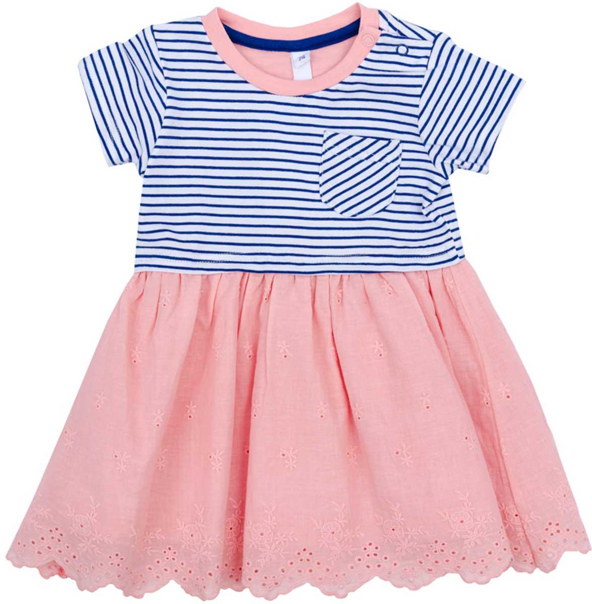 Платье178060Платье PlayToday, отрезное по талии, с округлым вырезом у горловины, понравится вашей моднице. Свободный крой не сковывает движений. Приятная на ощупь ткань не раздражает нежную кожу ребенка. Модель декорирована небольшим аккуратным карманом.