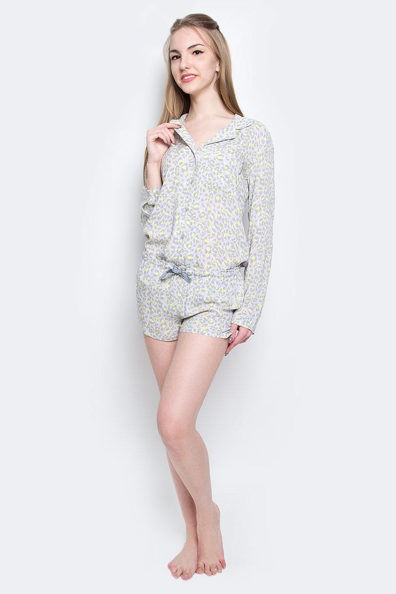 Шорты для домаQS1679E_DY8Женские домашние шорты Calvin Klein Underwear выполнены из натуральной вискозы . Шорты имеют широкую эластичную резинку на поясе. Объем талии регулируется при помощи шнурка-кулиски. Сзади расположен небольшой накладной карман. Модель украшена принтом в виде контрастных пятен.