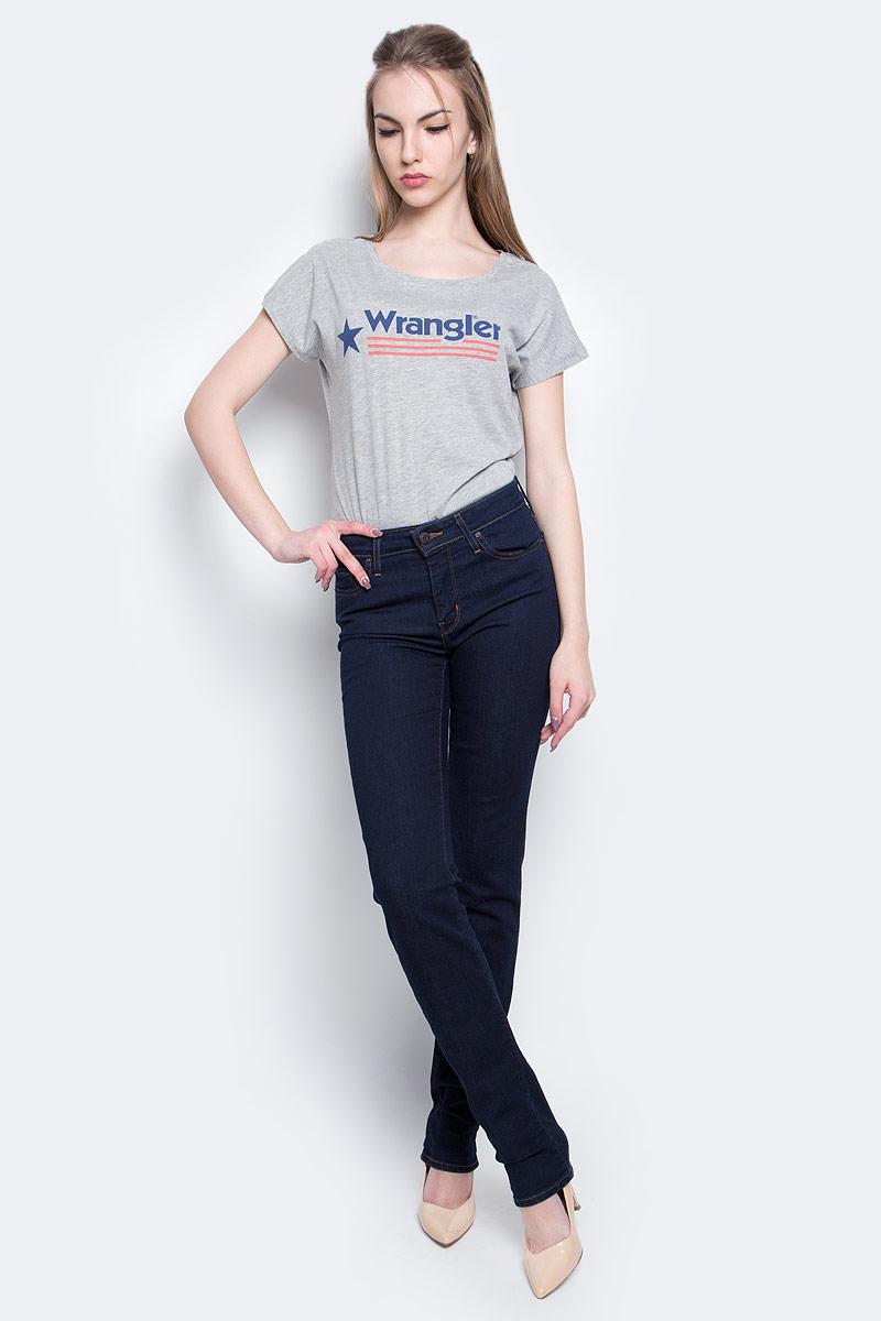 Джинсы1888400250Женские джинсы Levis® 712 выполнены из высококачественного эластичного хлопка с добавлением полиэстера. Джинсы-слим стандартной посадки застегиваются на пуговицу в поясе и ширинку на застежке-молнии, дополнены шлевками для ремня. Джинсы имеют классический пятикарманный крой: спереди модель дополнена двумя втачными карманами и одним маленьким накладным кармашком, а сзади - двумя накладными карманами. Модель украшена контрастной отстрочкой.