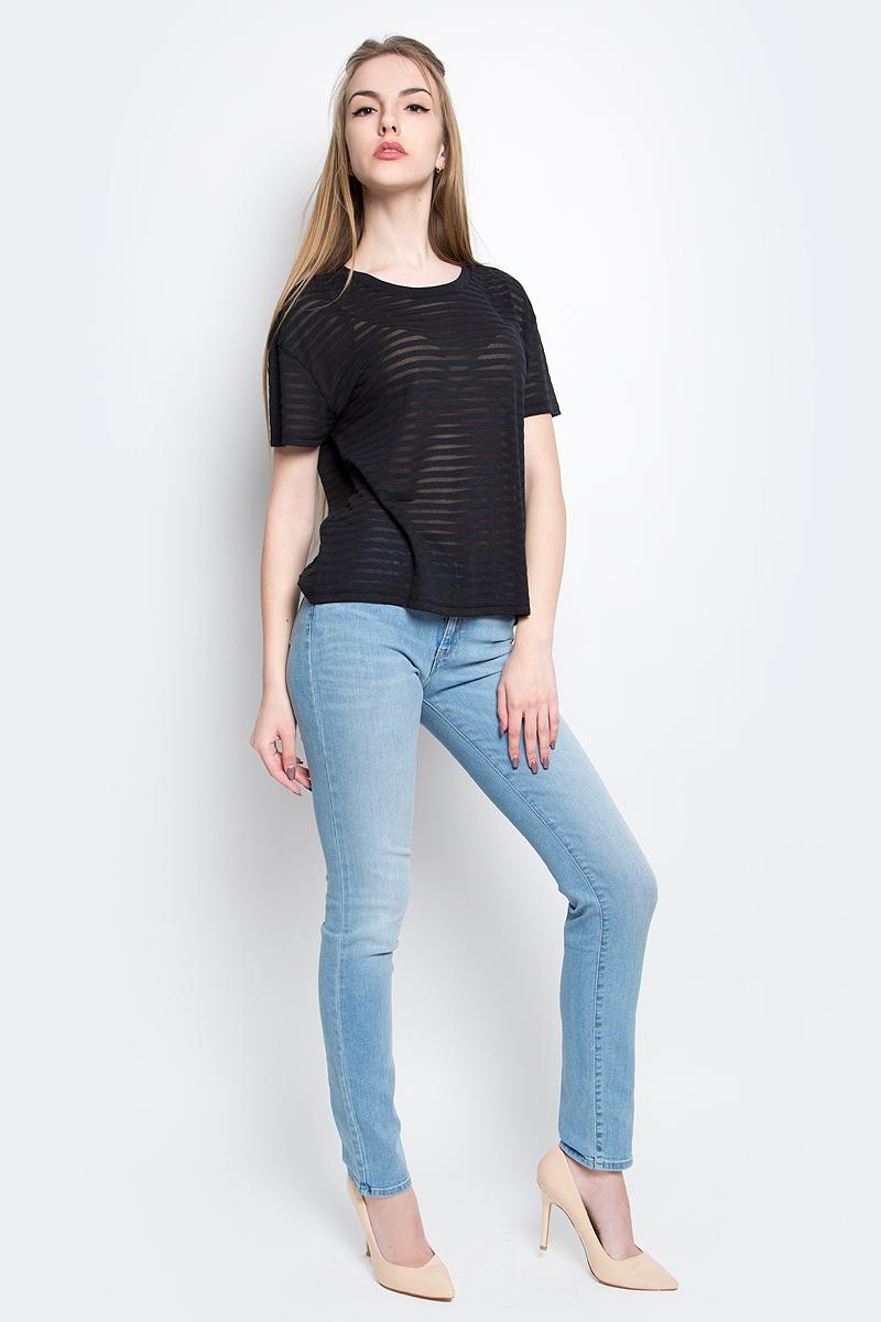 ФутболкаL40WOL01Стильная женская футболка Lee Sheer Stripeизготовлена из сочетания хлопка и полиэстера. Модель с круглым вырезом горловины и короткими рукавами оформлена полосками из полупрозрачного материала.