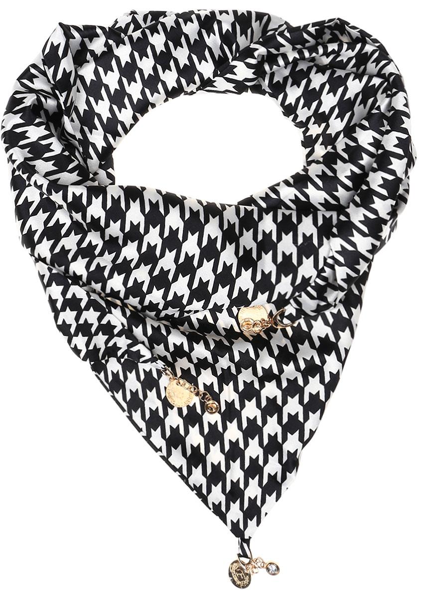 ШарфRo02S279/5301Элегантный женский шарфик Vittorio Richi изготовлен из полиэстера и шелка. Шарфик треугольной формы оформлен оригинальным принтом. По краям изделие дополнено металлическими декоративными утяжелителями.