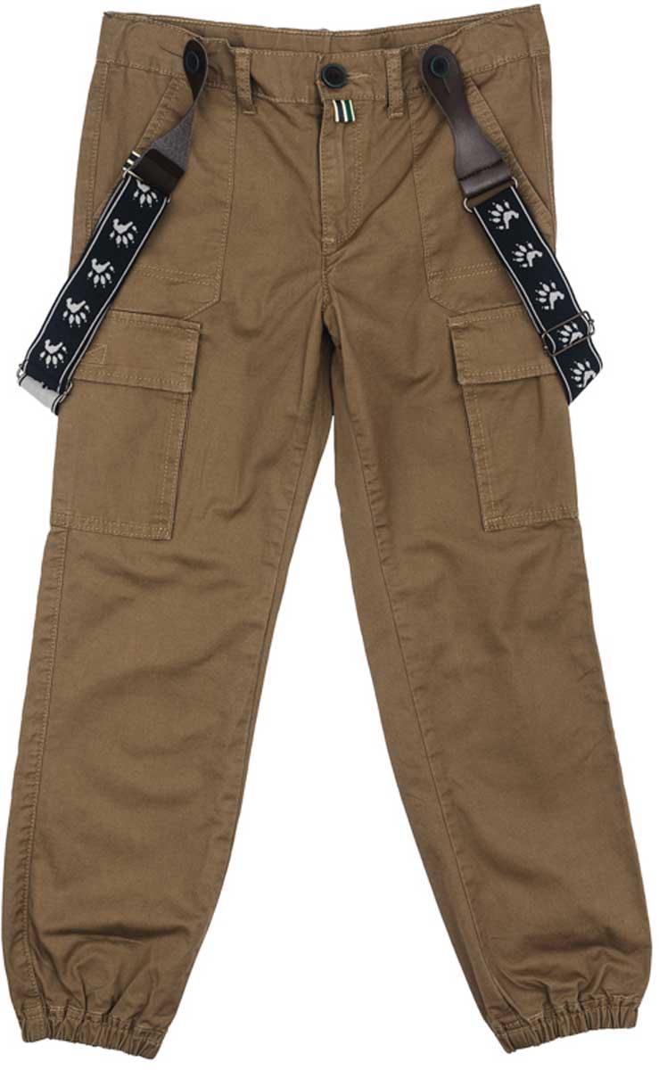 171105Практичные и удобные брюки из натурального хлопка спортивного стиля смогут быть одной из базовых вещей детского гардероба. Низ брючин на мягких резинках. Модель с эффектными накладными карманами на брючинах. Брюки декорированы подтяжками с ярким принтом.Преимущества:Модель с мягкими резинками по низу брючинБрюки декорированы эффектными подтяжкамиМодель со шлевками
