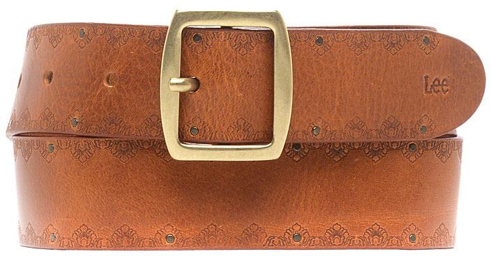 РеменьLP025082Стильный широкий ремень Lee выполнен из натуральной кожи и оформлен декоративным тиснением в виде узора. Пряжка, с помощью которой регулируется длина ремня, выполнена из качественного металла.