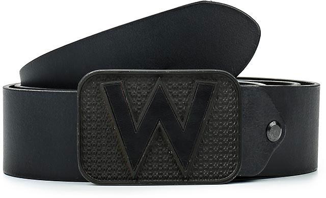 РеменьW0A65US01Стильный широкий ремень Wrangler выполнен из натуральной кожи. Металлическая пряжка, с помощью которой регулируется длина ремня, оформлена фирменной гравировкой.