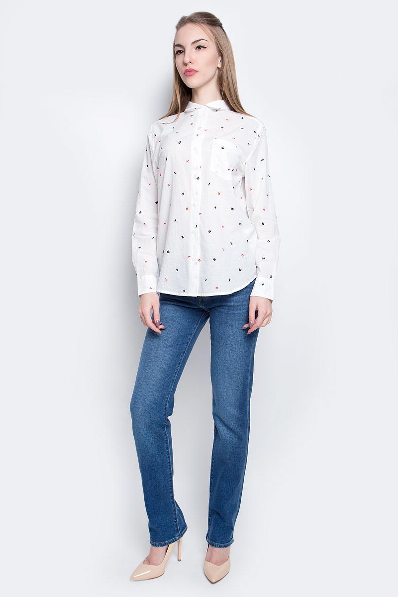 Рубашка2667700090Женская рубашка Levis® выполнена из натурального хлопка. Рубашка кроя бойфренд с длинными рукавами и отложным воротником застегивается на пуговицы спереди. Манжеты рукавов также застегиваются на пуговицы. Рубашка оформлена вышивкой в виде различных букв. На груди расположен накладной карман.