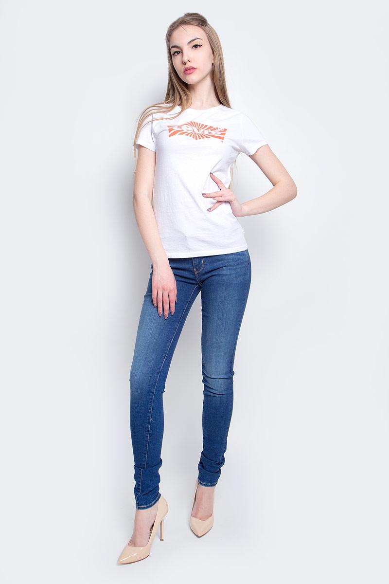 Футболка3222302860Женская футболка Levis® изготовлена из высококачественного натурального хлопка. Модель с короткими рукавами и круглым вырезом горловины украшена ярким принтом с логотипом бренда.