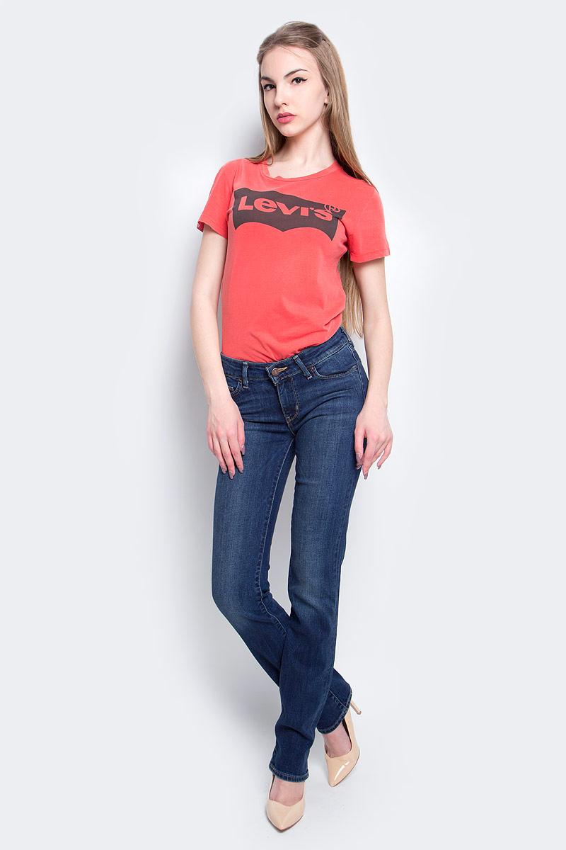 Джинсы2183400360Женские джинсы Levis® 714 выполнены из высококачественного эластичного хлопка. Джинсы прямого кроя и стандартной посадки застегиваются на пуговицу в поясе и ширинку на застежке-молнии, дополнены шлевками для ремня. Джинсы имеют классический пятикарманный крой: спереди модель дополнена двумя втачными карманами и одним маленьким накладным кармашком, а сзади - двумя накладными карманами. Модель украшена декоративными потертостями и перманентными складками.