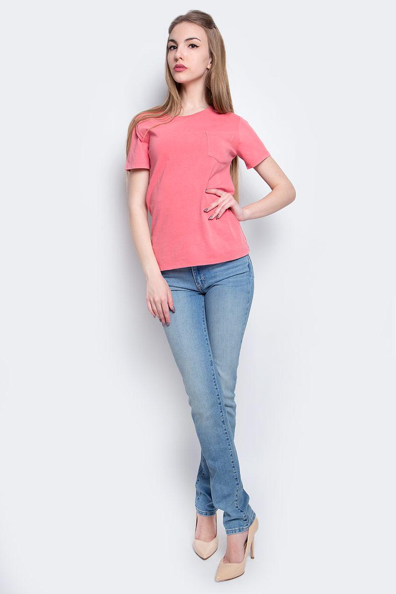 1867200650Женская футболка Levis® изготовлена из высококачественного натурального хлопка. Модель с короткими рукавами и круглым вырезом горловины дополнена накладным карманом на груди. Горловина дополнена эластичной вставкой.