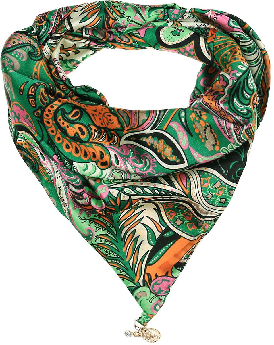 ШарфRo02S279/5445-2Элегантный женский шарфик Vittorio Richi изготовлен из полиэстера и шелка. Шарфик треугольной формы оформлен оригинальным принтом. По краям изделие дополнено металлическими декоративными утяжелителями со стразами.