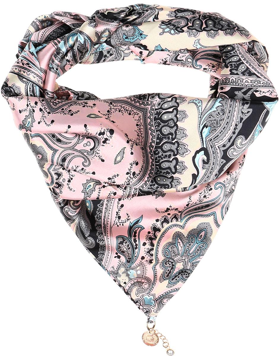 ШарфRo02S279/5307Элегантный женский шарфик Vittorio Richi изготовлен из полиэстера и шелка. Шарфик треугольной формы оформлен оригинальным принтом. По краям изделие дополнено металлическими декоративными утяжелителями со стразами.