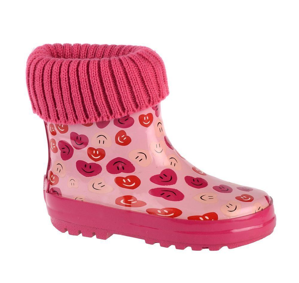 Резиновые сапоги71-HL-0013Утепленные резиновые сапоги от Flamingo - идеальная обувь в холодную дождливую погоду для вашего ребенка. Сапоги, выполненные из качественной резины, оформлены изображением сердечек и текстильным отворотом. Подкладка и стелька из текстиля не дадут ногам вашего ребенка замерзнуть. Подошва дополнена протектором.