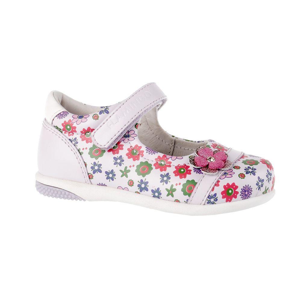 Туфли71T-XY-0100Модные туфли для девочки от Flamingo, выполненные из искусственной и натуральной кожи, оформлены цветочным принтом. Мыс модели украшен декоративным цветком со стразом. Ремешок с застежкой-липучкой надежно зафиксирует модель на ноге. Внутренняя поверхность и стелька из натуральной кожи обеспечат комфорт при движении. Стелька дополнена супинатором, который предотвращает плоскостопие. Подошва дополнена рифлением.