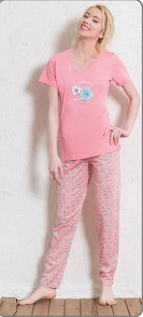 Пижама511165 5297Пижама женская Vienettas Secret исполнена из 100% хлопка. Футболка оформлена принтом с цветками. Брюки принтованы цветочным узором и имеют завязки на талии.