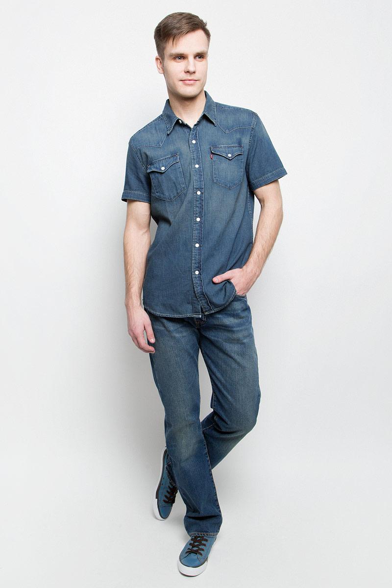 Джинсы0050113070Мужские джинсы Levis® 501 выполнены из высококачественного натурального хлопка. Классические джинсы прямого кроя и стандартной посадки застегиваются на пуговицу в поясе и ширинку на пуговицах, дополнены шлевками для ремня. Джинсы имеют классический пятикарманный крой: спереди модель дополнена двумя втачными карманами и одним маленьким накладным кармашком, а сзади - двумя накладными карманами. Модель украшена декоративными потертостями и перманентными складками.