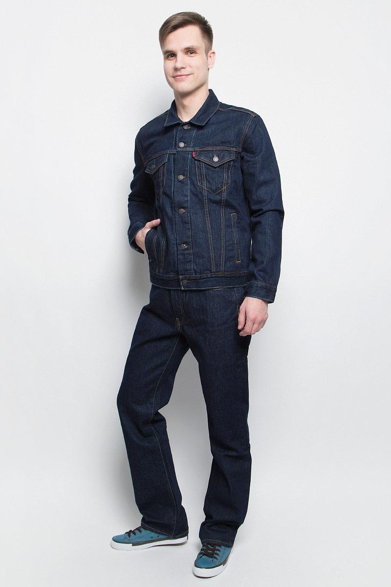 Куртка7233401340Куртка джинсовая Levis выполнена из натурального хлопка и оформлена контрастной прострочкой. Модель с отложным воротником и длинными рукавами застегивается с помощью пуговиц. Куртка оснащена двумя втачными карманами и двумя накладными грудными карманами, которые закрываются клапаном на пуговицу. Манжеты дополнены пуговицами.