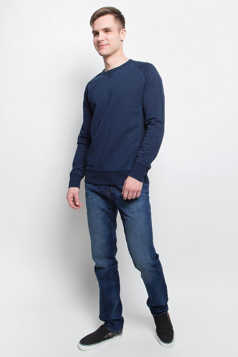 Джинсы0451121890Джинсы Levis выполнены из хлопка, полиэстера, полиэтилена и эластана. Модель слим с заниженной посадкой имеет гульфик с молнией и пуговицей. Джинсы оснащены втачными карманами спереди и накладными карманами сзади. На поясе расположены шлевки для ремня.