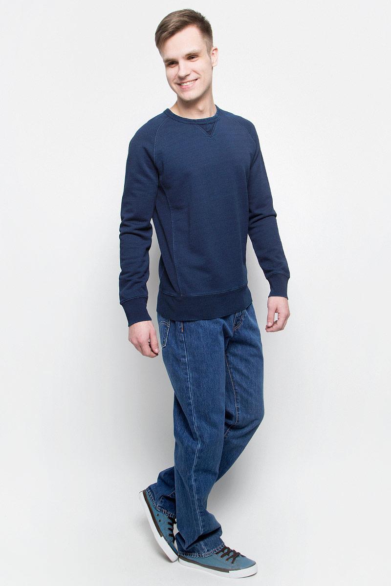 Джинсы0051407360Мужские джинсы Levis® 514 выполнены из высококачественного натурального хлопка. Джинсы прямого кроя застегиваются на пуговицу в поясе и ширинку на застежке-молнии, дополнены шлевками для ремня. Джинсы имеют классический пятикарманный крой: спереди модель дополнена двумя втачными карманами и одним маленьким накладным кармашком, а сзади - двумя накладными карманами.