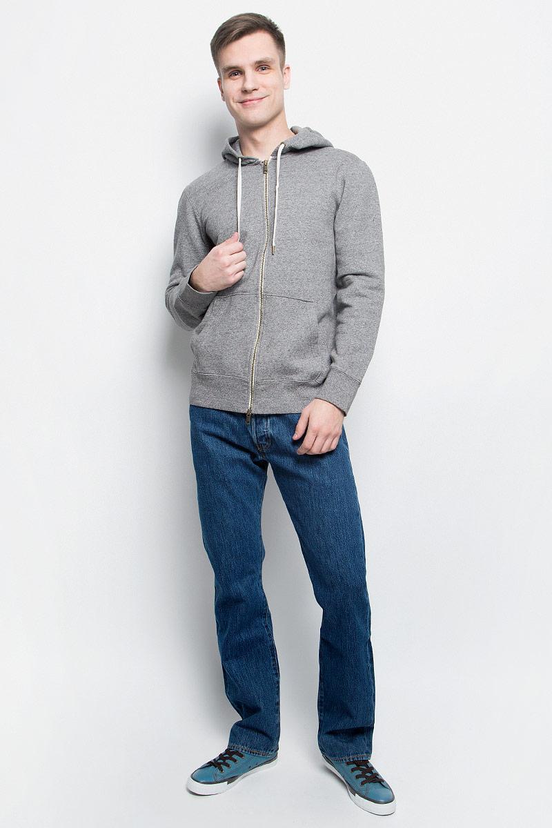 Худи1580400010Худи мужское Levis® изготовлено из натурального хлопка. Модель с капюшоном и длинными рукавами застегивается на молнию. Капюшон затягивается на прочный шнурок. Спереди худи дополнено двумя накладными карманами. Низ изделия и рукава дополнены эластичными манжетами.
