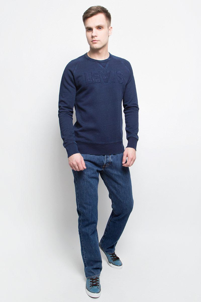 Свитшот2446900020Свитшот Levis выполнен из натурального хлопка. Модель с круглым вырезом горловины и длинными рукавами стилизована под старую джинсовую ткань и оформлена нашивкой в виде надписи с названием бренда. Низ и манжеты свитшота оформлены декоративными порезами.