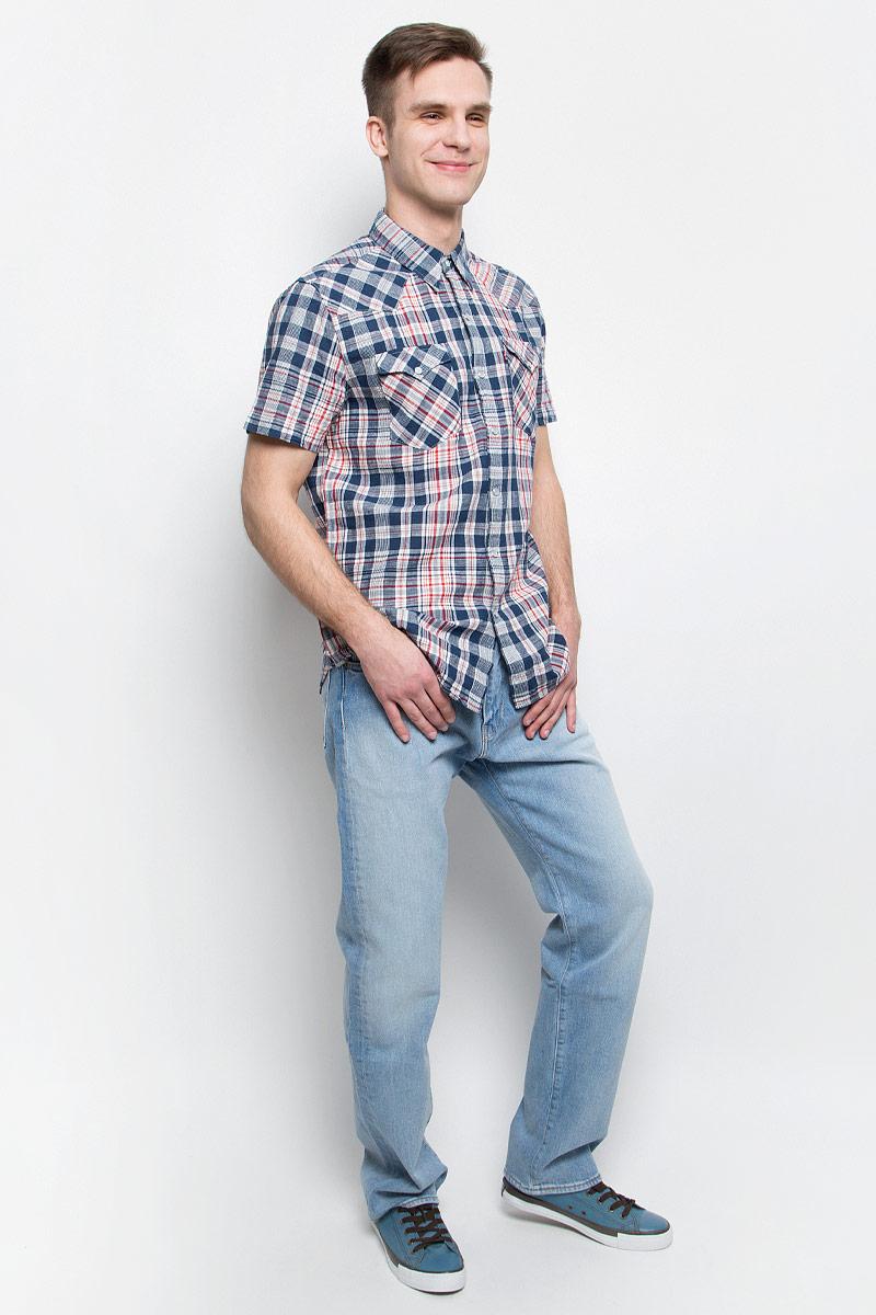 Джинсы2999005530Мужские джинсы Levis® 504 выполнены из высококачественного хлопка с добавлением эластана. Джинсы прямого кроя и стандартной посадки застегиваются на пуговицу в поясе и ширинку на молнии, дополнены шлевками для ремня. Джинсы имеют классический пятикарманный крой: спереди модель дополнена двумя втачными карманами и одним маленьким накладным кармашком, а сзади - двумя накладными карманами.