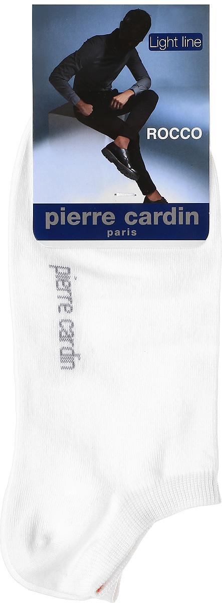 Cr RoccoУкороченные носки Pierre Cardin Light Line изготовлены из хлопка с добавлением полиамида и эластана. Носки дополнены надписью с названием бренда. Эластичная резинка плотно облегает ногу, не сдавливая ее.