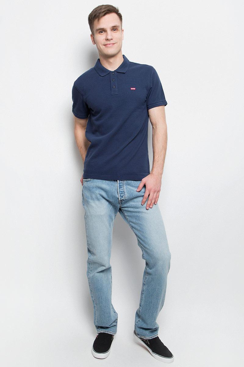 Поло2240100050Стильная мужская футболка-поло Levis®, выполненная из высококачественного хлопка, обладает высокой теплопроводностью, воздухопроницаемостью и гигроскопичностью, позволяет коже дышать. Модель с короткими рукавами и отложным воротником - идеальный вариант для создания оригинального современного образа. Сверху футболка-поло застегивается на три пуговицы. Воротник и манжеты рукавов выполнены из трикотажной резинки. По бокам модели предусмотрены небольшие разрезы. Спинка изделия немного удлинена. Модель оформлена на груди небольшой вышивкой в виде логотипа производителя.