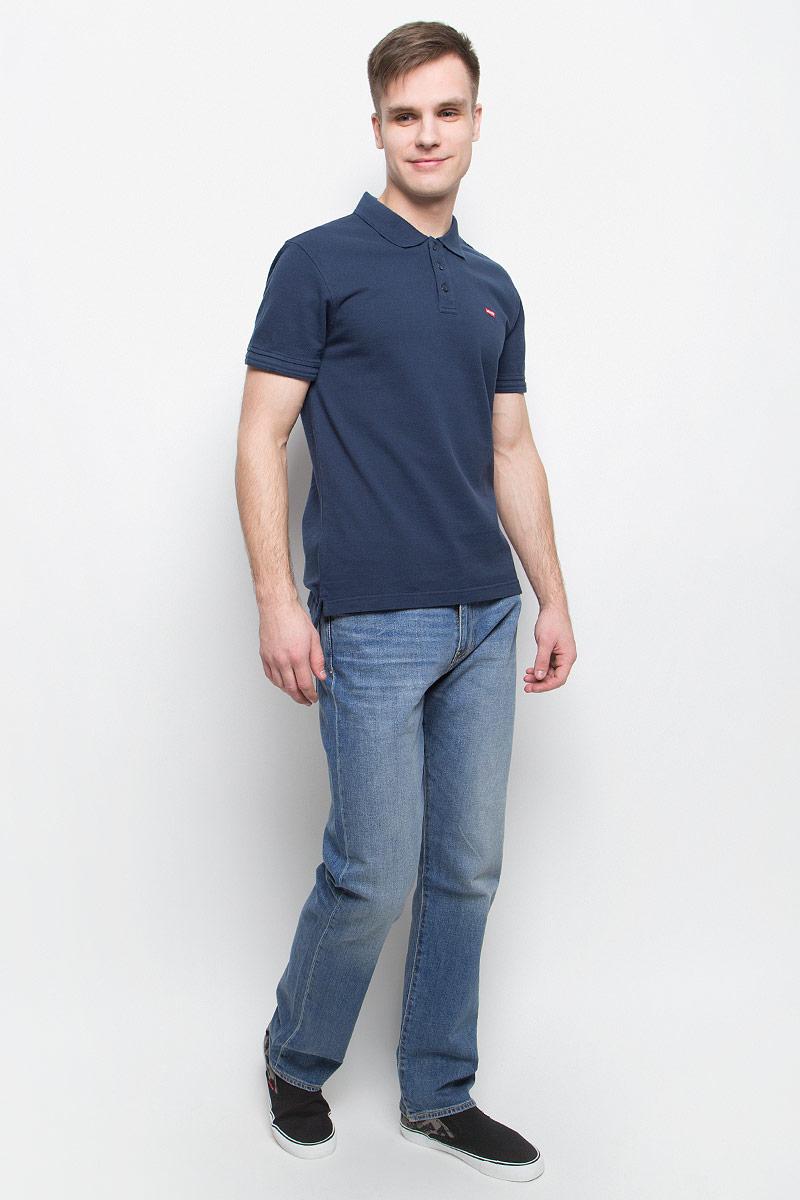 Джинсы2999005520Джинсы Levis, выполненные из хлопка и эластана, оформлены фирменными нашивками и прострочкой. Прямая модель с заниженной посадкой имеет гульфик с молнией и пуговицей. Джинсы оснащены втачными карманами спереди и накладными карманами сзади. На поясе расположены шлевки для ремня.
