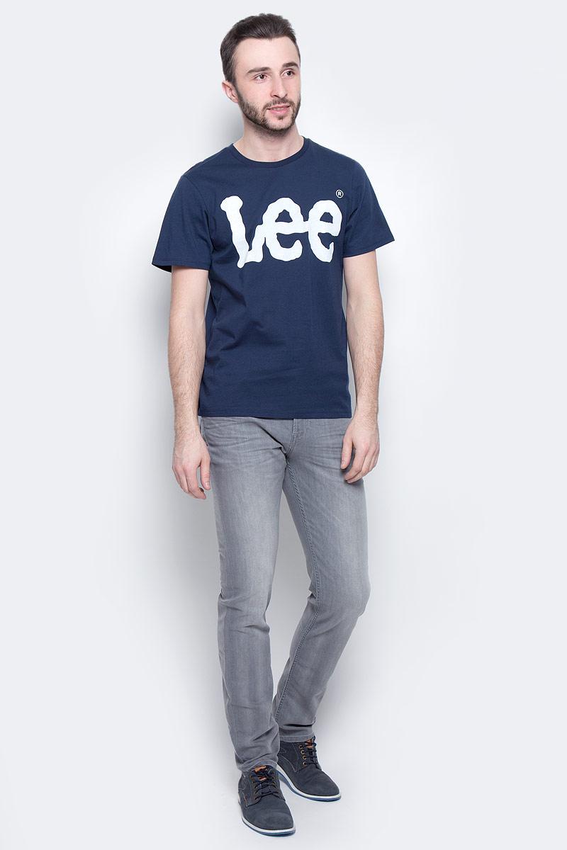 ФутболкаL64CAI35Мужская футболка Lee Logo изготовлена из натурального хлопка. Модель выполнена с круглой горловиной и короткими рукавами. Спереди футболка декорирована оригинальным принтом с названием бренда.
