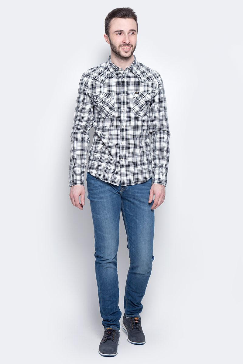 РубашкаL643IA01Мужская рубашка Lee Western Shirt изготовлена из натурального хлопка. Модель с длинными рукавами имеет на груди два накладных кармана под клапанами на кнопках. Рубашка застегивается на кнопки и верхнюю пуговицу. Манжеты рукавов оснащены застежками-пуговицами и кнопками. Низ модели слегка закруглен.