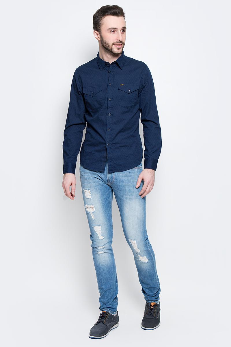 ДжинсыL719CDHQМужские джинсы Lee Luke выполнены из высококачественного эластичного хлопка. Джинсы-слим стандартной посадки застегиваются на пуговицу в поясе и ширинку на застежке-молнии, дополнены шлевками для ремня. Джинсы имеют классический пятикарманный крой: спереди модель дополнена двумя втачными карманами и одним маленьким накладным кармашком, а сзади - двумя накладными карманами. Джинсы украшены декоративными потертостями, разрезами и заплатками.