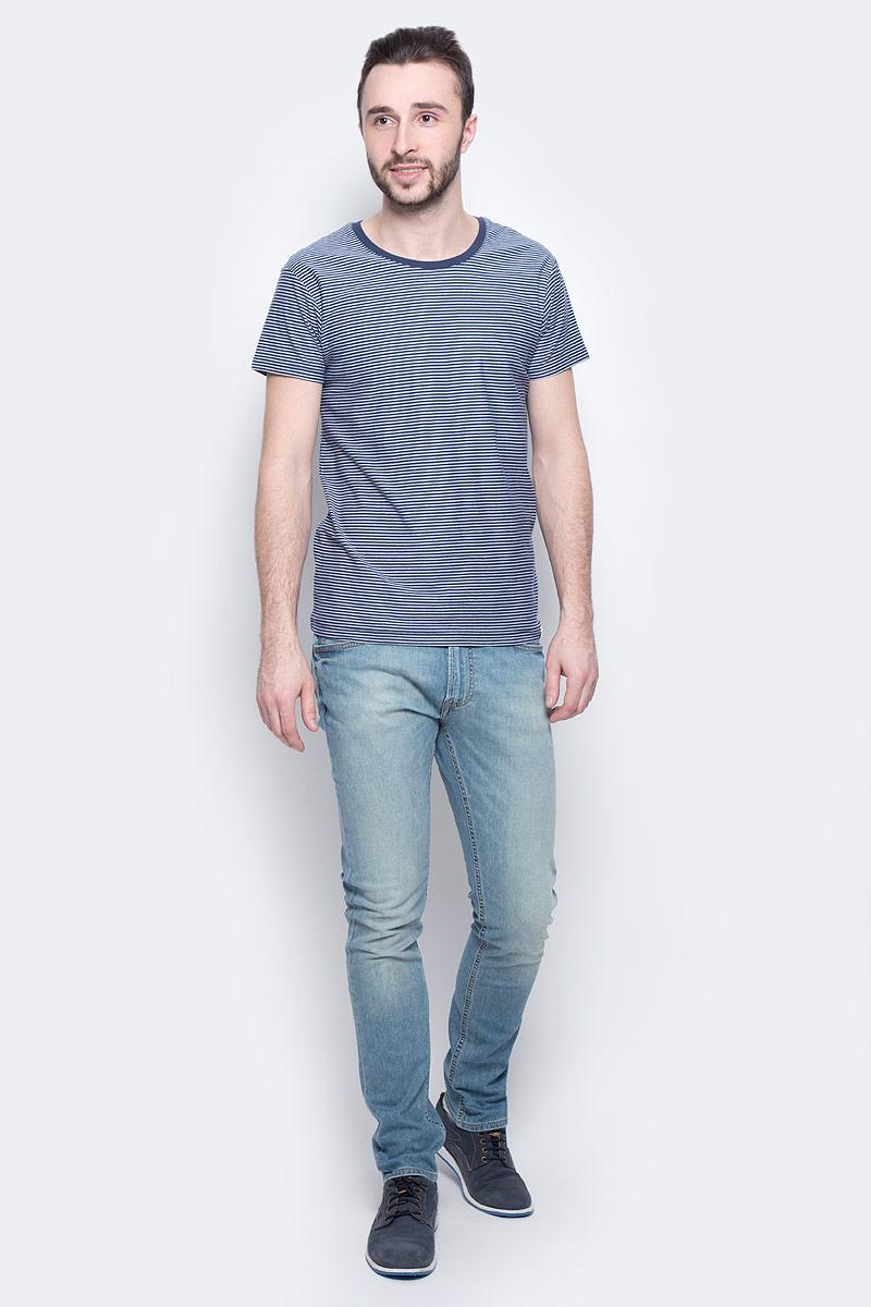 ФутболкаL60IOJPSМужская футболка Lee Stripe изготовлена из натурального хлопка. Модель выполнена с круглой горловиной и короткими рукавами оформлена принтом в тонкую полоску.