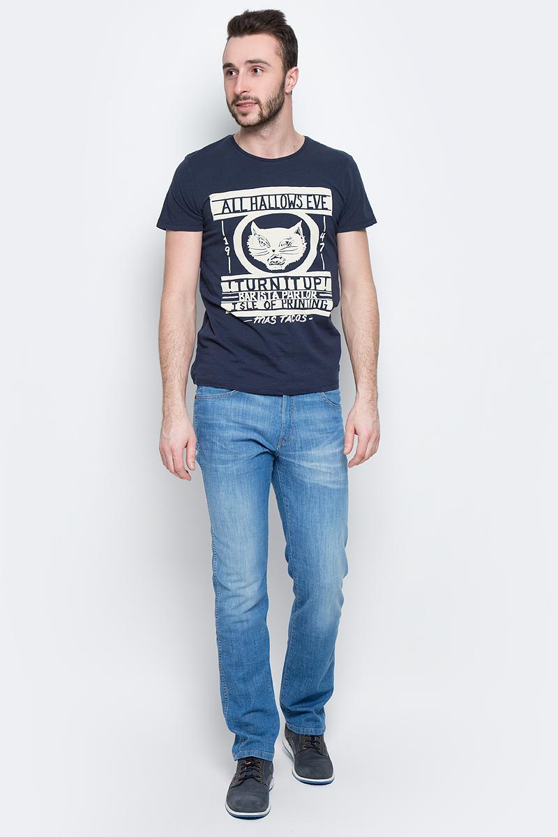 W7A60EN35Стильная мужская футболка Wrangler Emo Graphic изготовлена из натурального хлопка с добавлением лена. Модель с круглым вырезом горловины и короткими рукавами оформлена интересным принтом с надписями.