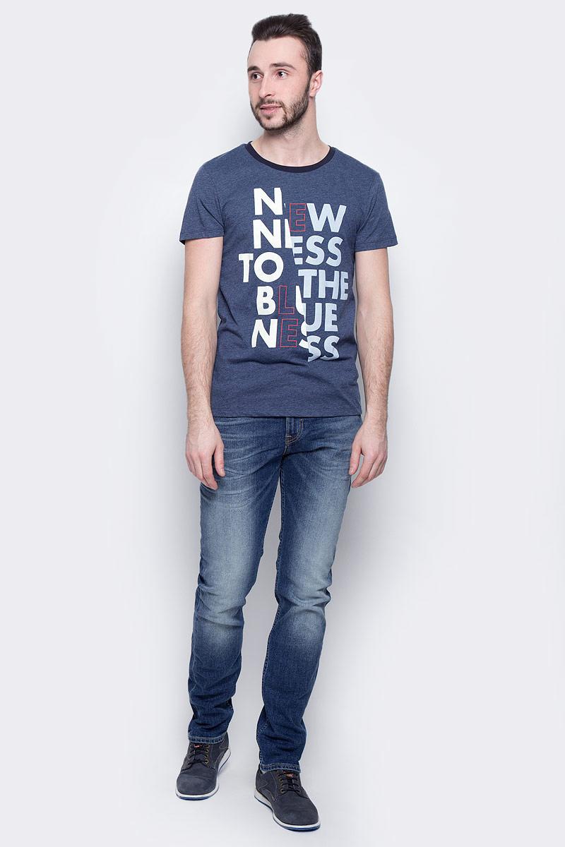 ФутболкаL60ROZPSМужская футболка Lee Blueness изготовлена из хлопка с добавлением полиэстера. Модель выполнена с круглой горловиной и короткими рукавами. Спереди футболка декорирована буквенным принтом.