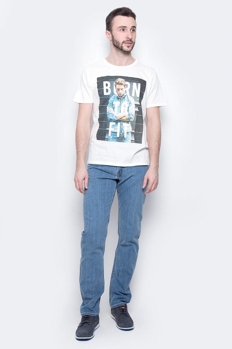 ФутболкаL60QEPRRСтильная мужская футболка Lee изготовлена из натурального хлопка. Модель с круглым вырезом горловины и короткими рукавами оформлена принтом с изображением мужчины и надписями.