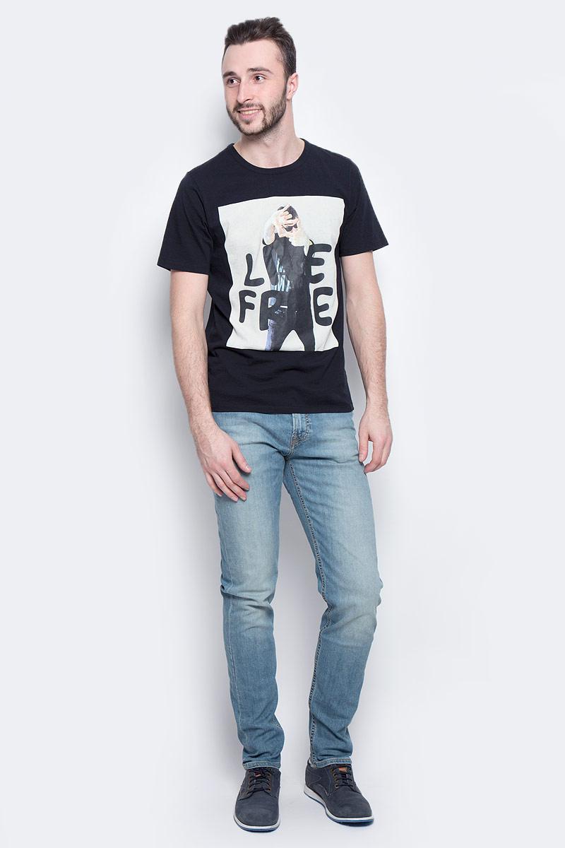 ФутболкаL60QEP01Стильная мужская футболка Lee Photo изготовлена из натурального хлопка. Модель с круглым вырезом горловины и короткими рукавами оформлена оригинальным принтом.