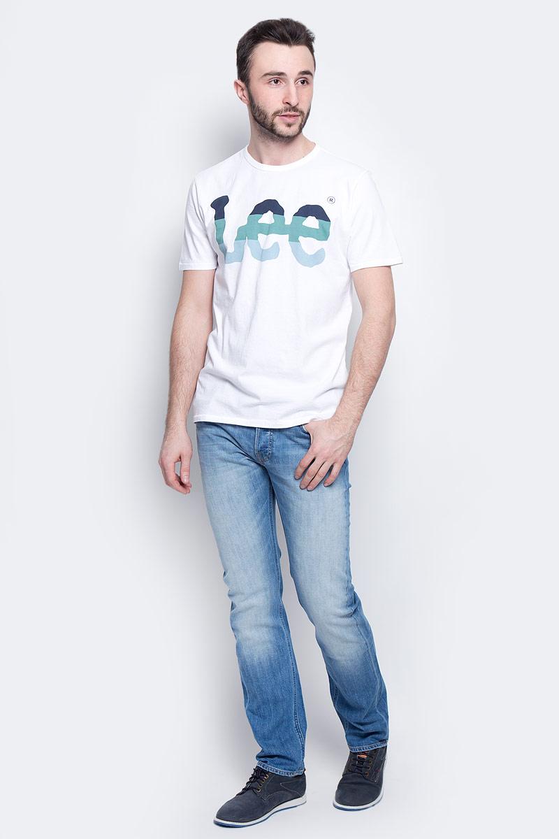 ФутболкаL60PAI12Мужская футболка Lee Seasonal Logo изготовлена из натурального хлопка. Модель выполнена с круглой горловиной и короткими рукавами. Спереди футболка декорирована оригинальным принтом с названием бренда.