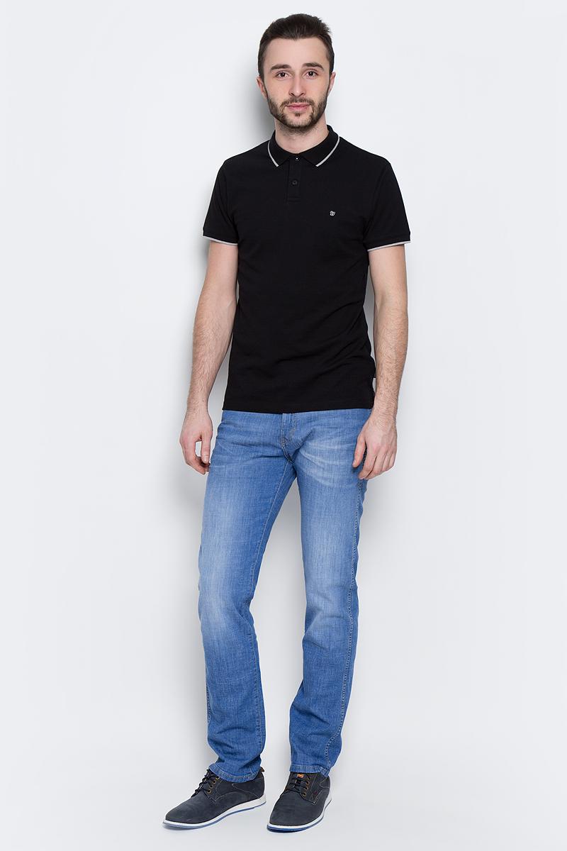 ДжинсыW12ONE93NМужские джинсы Wrangler Arizona выполнены из высококачественного эластичного хлопка. Классические джинсы прямого кроя и стандартной посадки застегиваются на пуговицу в поясе и ширинку на застежке-молнии, дополнены шлевками для ремня. Джинсы имеют классический пятикарманный крой: спереди модель дополнена двумя втачными карманами и одним маленьким накладным кармашком, а сзади - двумя накладными карманами. Джинсы украшены декоративными потертостями и оформлены вышивкой на задних карманах.