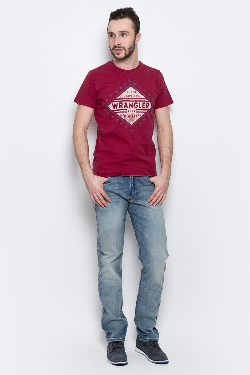 ФутболкаW7A52FK16Мужская футболка Wrangler Americana изготовлена из натурального хлопка. Модель выполнена с круглой горловиной и короткими рукавами. Спереди футболка декорирована оригинальным принтом.