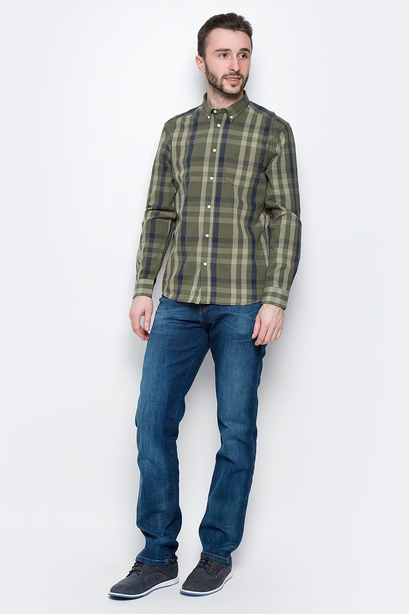 W58744MRMМужская рубашка Wrangler Button-Down изготовлена из натурального хлопка. Модель с длинными рукавами имеет на груди один накладной карман. Рубашка застегивается на пуговицы. Воротничок и манжеты рукавов оснащены застежками-пуговицами. Низ модели слегка закруглен.