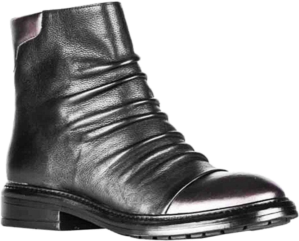 Ботинки73350Удобные женские ботинки от Vitacci изготовлены из натуральной кожи. Практичная стелька из ворсина обеспечит комфорт при носке. Подошва дополнена небольшим каблуком и рифлением.