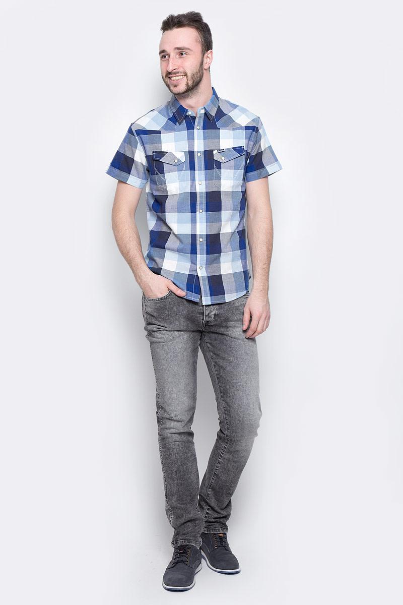 РубашкаW5873CQIXМужская рубашка Wrangler Heritage Western изготовлена из натурального хлопка. Модель с короткими рукавами имеет на груди два накладных кармана под клапанами на кнопках. Рубашка застегивается на кнопки и верхнюю пуговицу. Низ модели закруглен.